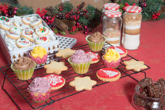 Petits gâteaux, gâteaux, bonbons et sucreries pour Noël Photo libre de droits