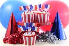 Petits gâteaux heureux de jour de bastille images stock