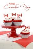 Petits gâteaux heureux de jour de Canada Photographie stock libre de droits