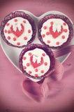 Petits gâteaux heureux de jour de valentines de rétro filtre Images libres de droits