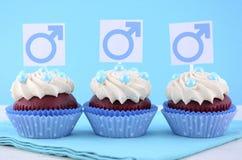 Petits gâteaux internationaux du jour d'hommes avec les symboles masculins Images libres de droits