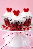 Petits gâteaux rouges de velours Photos stock