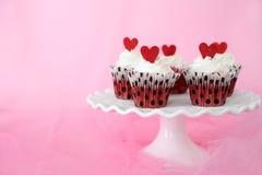 Petits gâteaux rouges de velours Photo libre de droits