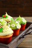 Petits gâteaux sur le vieux plateau Images stock