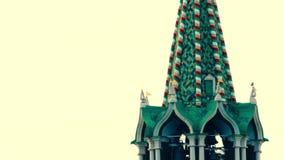 Petits groupes d'horloge de tour de Spasskaya et d'étoile de dessus de toit Moscou Kremlin banque de vidéos