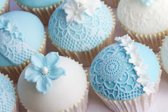 Petits gâteaux de mariage Photographie stock libre de droits