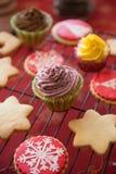 Petits gâteaux, gâteaux, bonbons et sucreries pour Noël Images stock