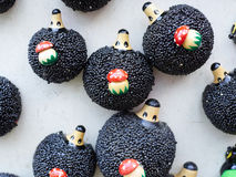 Petits hérissons de jouet avec des champignons Photo stock
