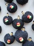 Petits hérissons de jouet avec des champignons Photos libres de droits