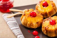Petits pains à l'envers d'ananas Photos stock
