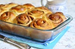 Petits pains avec de la cannelle image stock