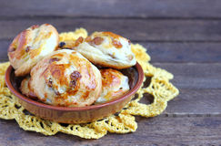 Petits pains avec des raisins secs Photographie stock libre de droits