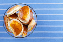 Petits pains avec le fromage blanc Photo stock