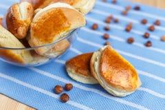 Petits pains avec le fromage blanc Image stock
