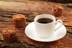 Petits pains chauds de café et de chocolat Image stock