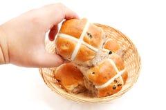 Petits pains croisés chauds Photos stock