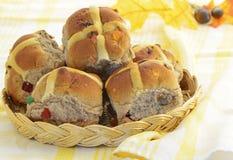 Petits pains croisés chauds Photos libres de droits