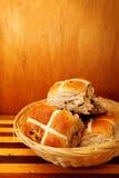 Petits pains croisés chauds Image stock