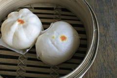 Petits pains cuits à la vapeur de porc Images libres de droits