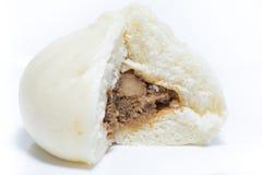 Petits pains cuits à la vapeur par Chinois avec bourrer à l'intérieur Images libres de droits