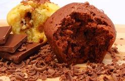 Petits pains cuits au four frais, râpés et partie de chocolat Image libre de droits