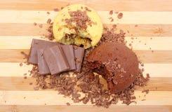 Petits pains cuits au four frais, râpés et partie de chocolat Photo stock