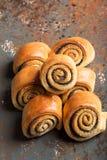 Petits pains cuits au four tordus délicieux Photos libres de droits