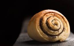 Petits pains cuits au four tordus délicieux Images stock