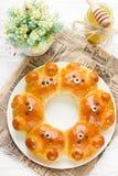 Petits pains d'ours - idée créative pour l'art de nourriture pour des enfants Photos stock