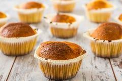 Petits pains dans des supports de petit gâteau Images libres de droits