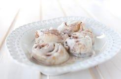 Petits pains de cannelle de plat Image stock