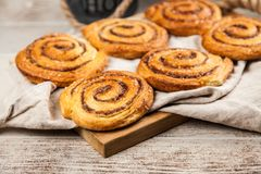 Petits pains de cannelle traditionnels Photographie stock libre de droits