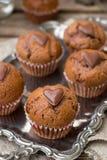 Petits pains de chocolat avec les puces de chocolat et le coeur de chocolat Photos libres de droits