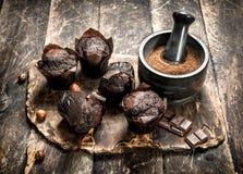 Petits pains de chocolat sur le conseil Photo libre de droits