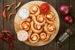 Petits pains de fromage de pâte feuilletée Image stock