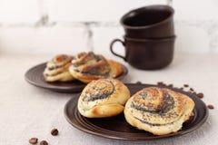 Petits pains de pâte à levure avec des clous de girofle Photos libres de droits
