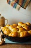 Petits pains de pain à l'ail avec l'ail Petit pain de pain avec l'ail maison luxuriante Photo libre de droits