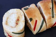 Petits pains de pain avec le remplissage de thon images stock