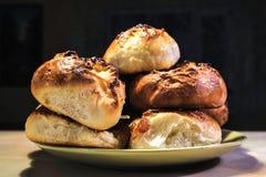 Petits pains de pain cuits au four faits maison images libres de droits