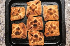 Petits pains de pain cuits au four faits maison images stock