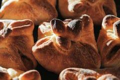 Petits pains de pain cuits au four faits maison photo stock