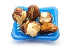 Petits pains de pain de lessive et bâtons cuits au four frais de lessive Photos libres de droits