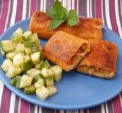 Petits pains de ressort avec le poulet photos stock