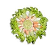 Petits pains de salade de vue sup?rieure dans le plat sur le fond blanc images stock