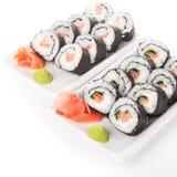 Petits pains de sushi avec des saumons d'isolement Images stock