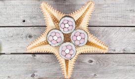 Petits pains de sushi bien décorés Photographie stock