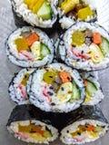 Petits pains de sushi coréens photographie stock libre de droits