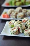Sushi colorés et délicieux Photos stock