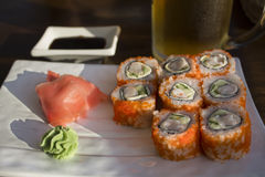 Petits pains de sushi dans un café sur la côte Photographie stock