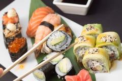 Petits pains de sushi et nigiri Images stock